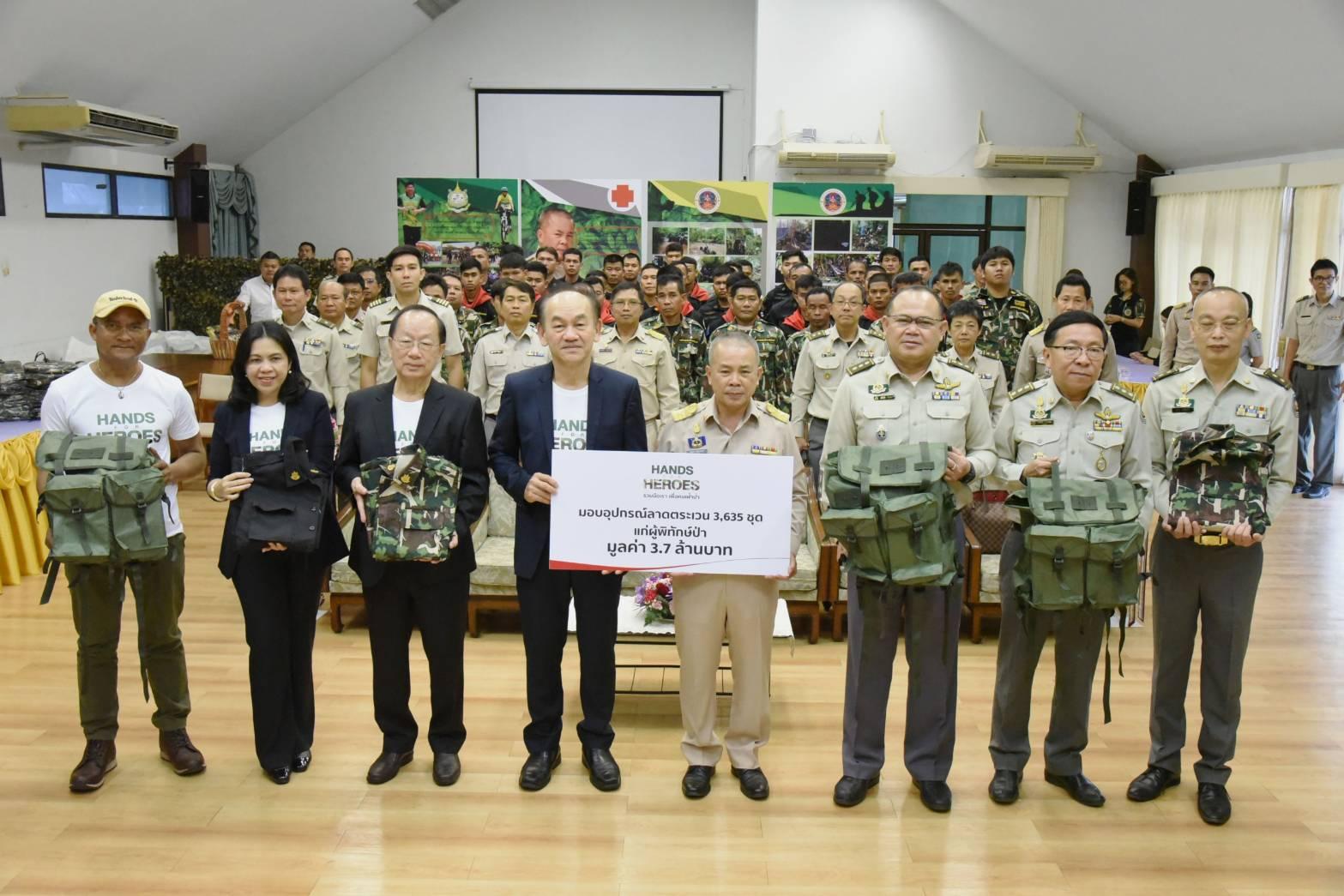 """โครงการ """"HANDS FOR HEROES รวมมือเรา เพื่อคนเฝ้าป่า""""  มูลนิธิเอสซีจี เป็นตัวแทนผู้สนับสนุนมอบอุปกรณ์ลาดตระเวน แก่ผู้พิทักษ์ป่าทั่วประเทศ"""