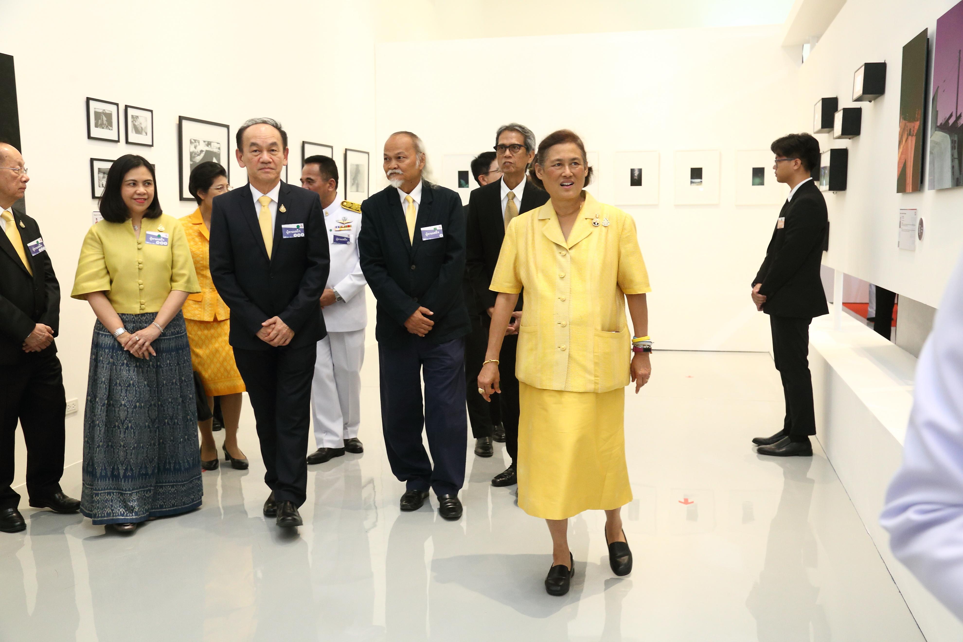 """สมเด็จพระกนิษฐาธิราชเจ้า กรมสมเด็จพระเทพรัตนราชสุดา ฯ  สยามบรมราชกุมารี เสด็จ ฯ พระราชทานรางวัล  และทรงเปิดนิทรรศการ """"โครงการรางวัลยุวศิลปินไทย"""" โดย มูลนิธิเอสซีจี ครั้งที่ 15 ประจำปี 2561"""
